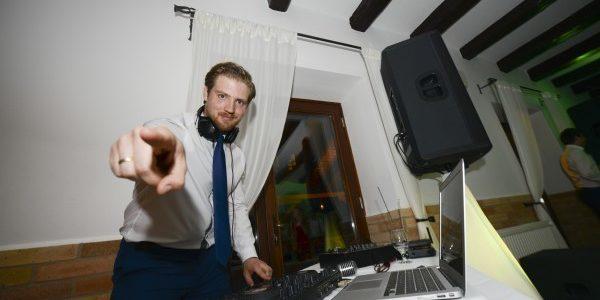 """""""Te hétköznap nem csinálsz semmit?"""" – Egy Esküvő DJ napjai"""
